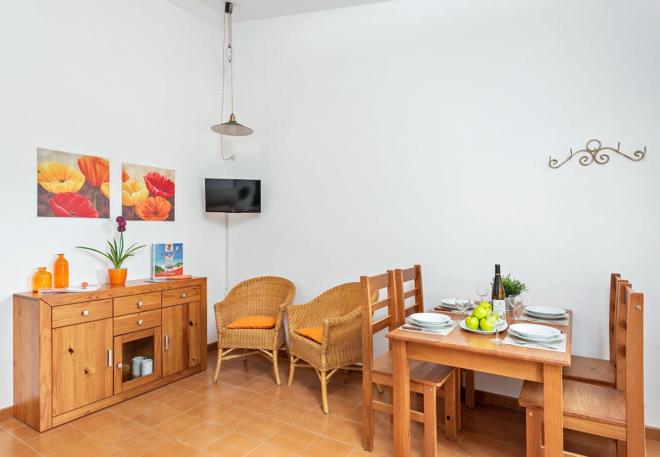 Apartamento en Cala Blanca - Con Aire Acondicionado , a 20m de la Playa de Cala blanca, con piscina y wifi!