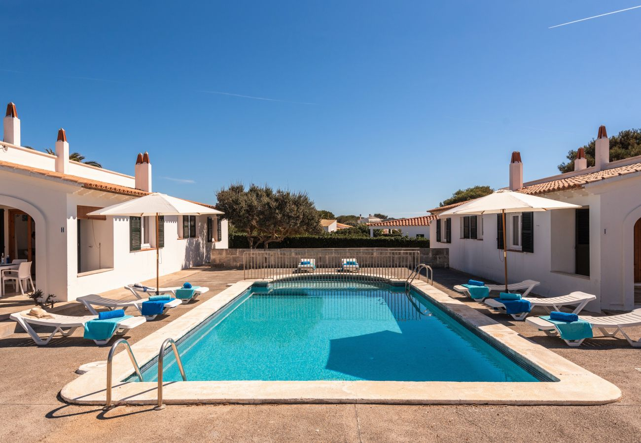 Apartamento en Cala´n Blanes - Apartamento con bajada directa al mar, piscina comunitaria, wifi, mobiliario completamente nuevo
