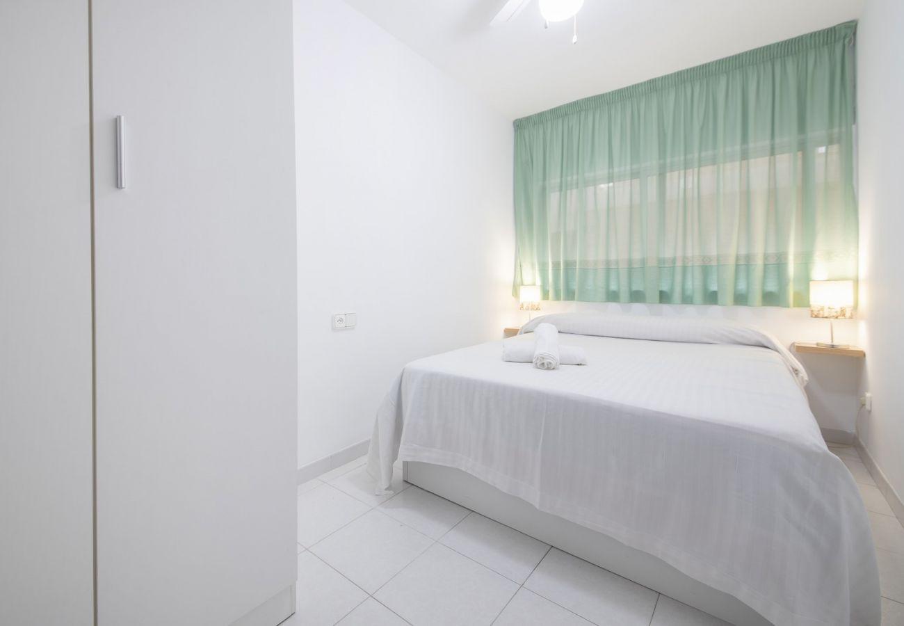 Apartamento en Segur de Calafell - R98 Apartamento en primera línea de playa con terraza en Calafell