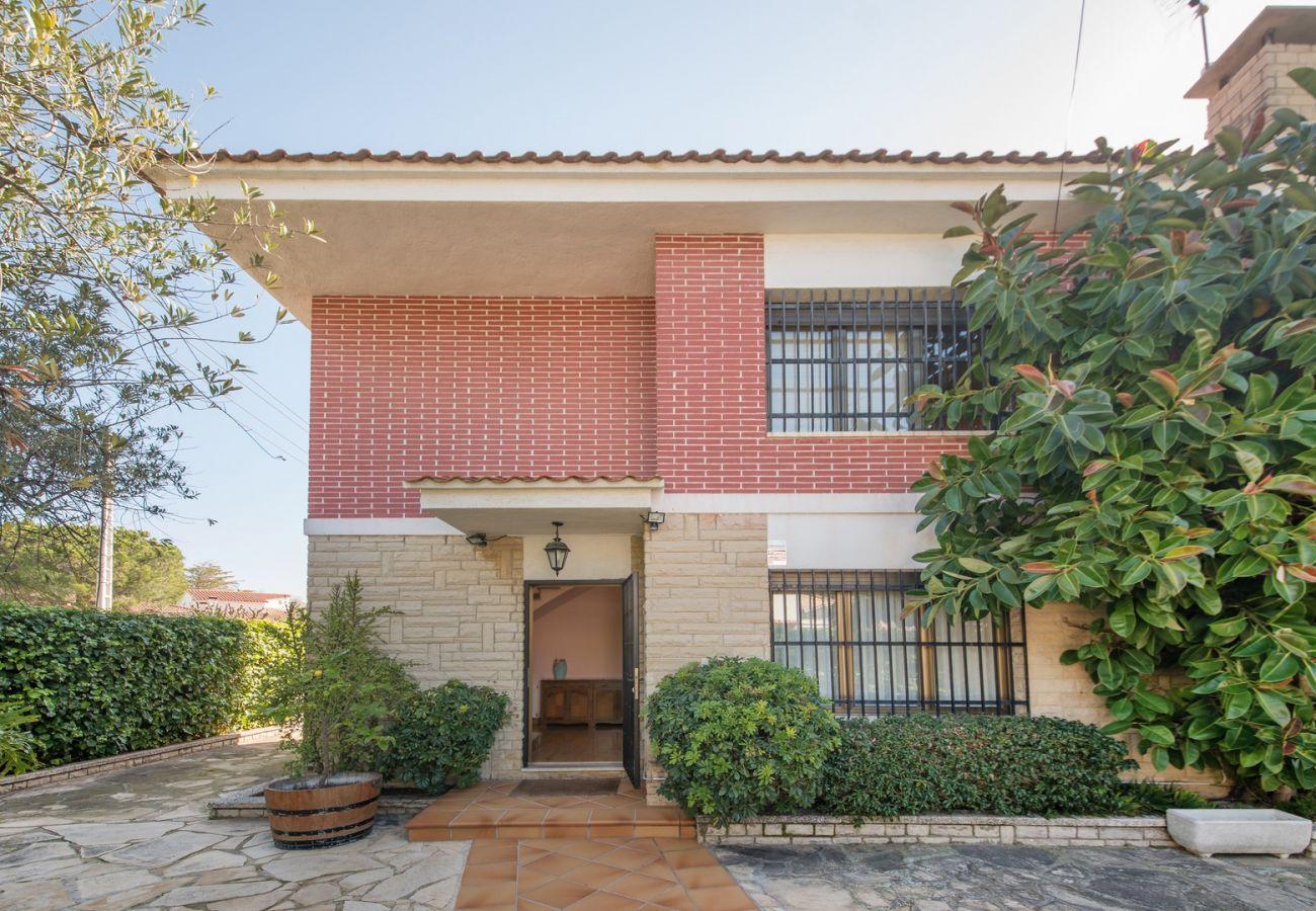 Villa en Coma-Ruga - R24 Casa con piscina 200m de la playa