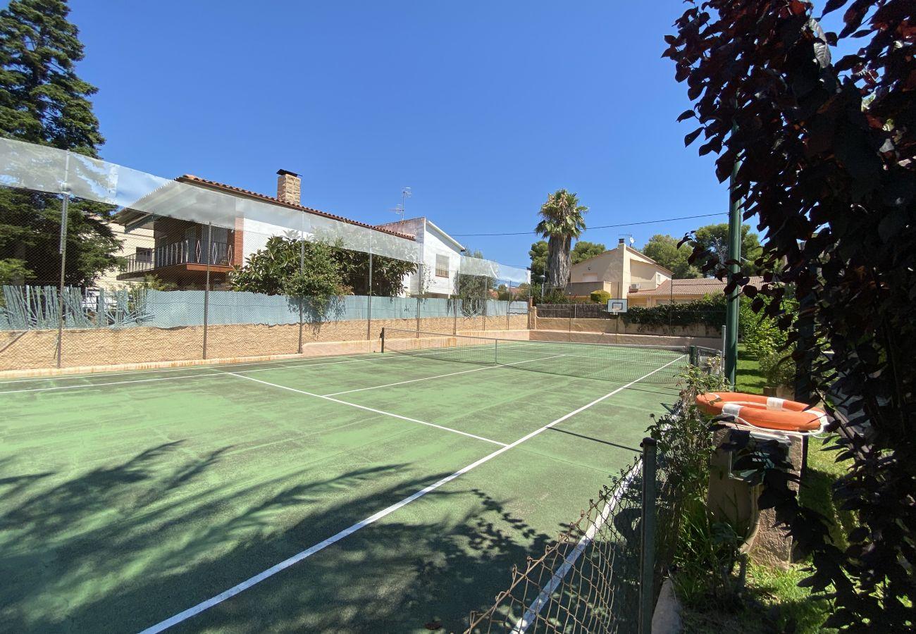 Villa en Segur de Calafell - R84 Villa con piscina, tenis y jardin 1km de la playa