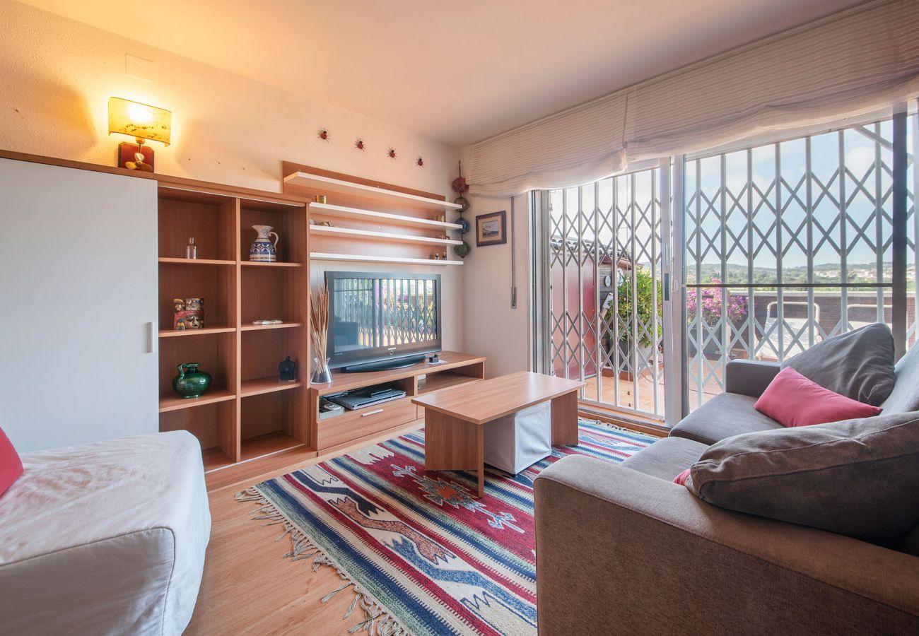 Apartamento en Calafell - R89 Atico con vistas a la montaña en Calafell playa
