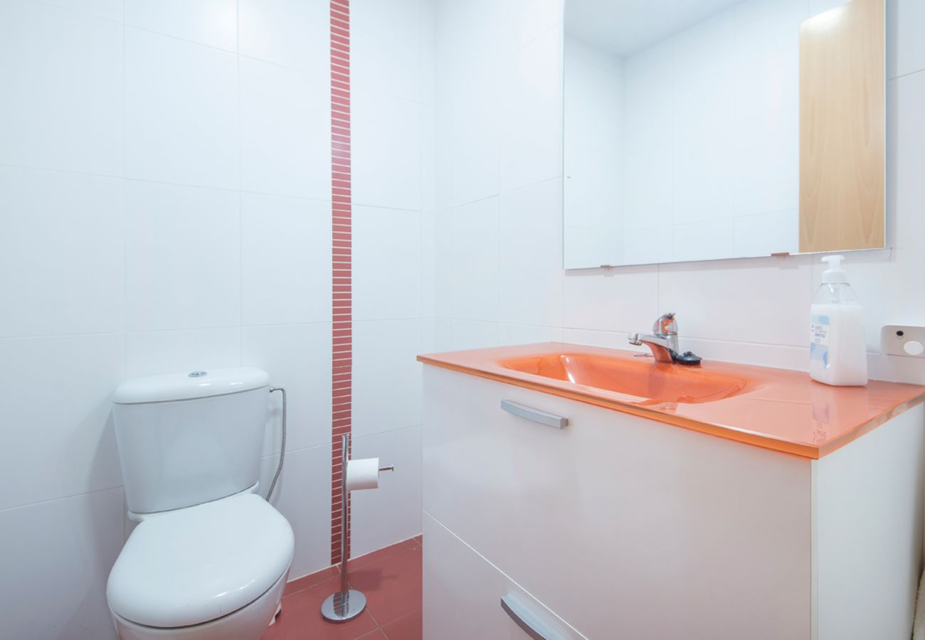 Casa adosada en Segur de Calafell - R100/3 Moderna casa con piscina compartida  2km de la playa