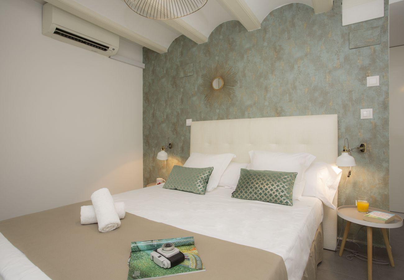 Studio in Valencia / València - Botanico Room 1