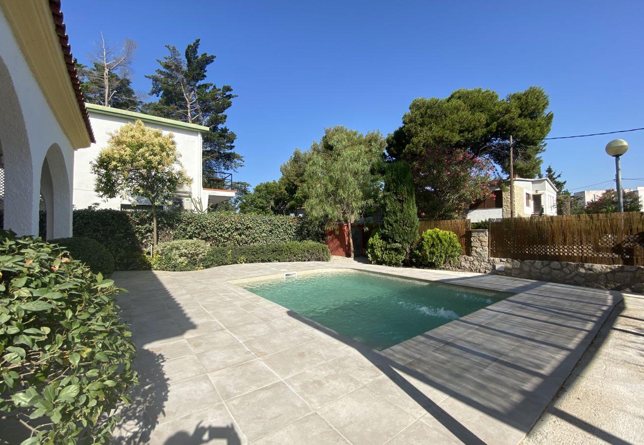 Villa in Coma-Ruga - R5 Five-bedroom villa for rent in Comaruga, Costa Dorada