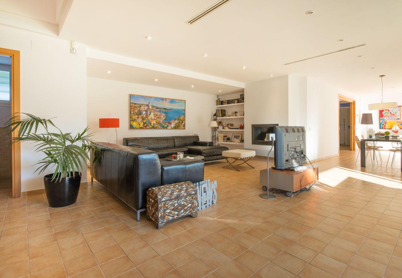 Villa in Coma-Ruga - R6 Modern Villa 300m from the Comaruga beach