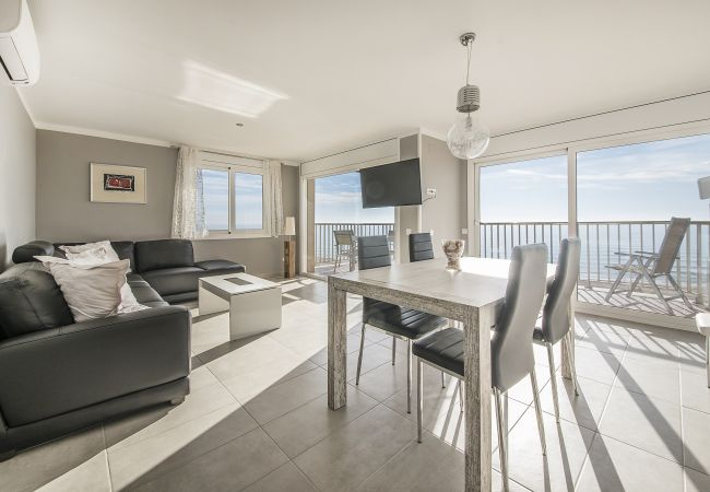 in Segur de Calafell - R13 Beachfront 3-bedroom apartment
