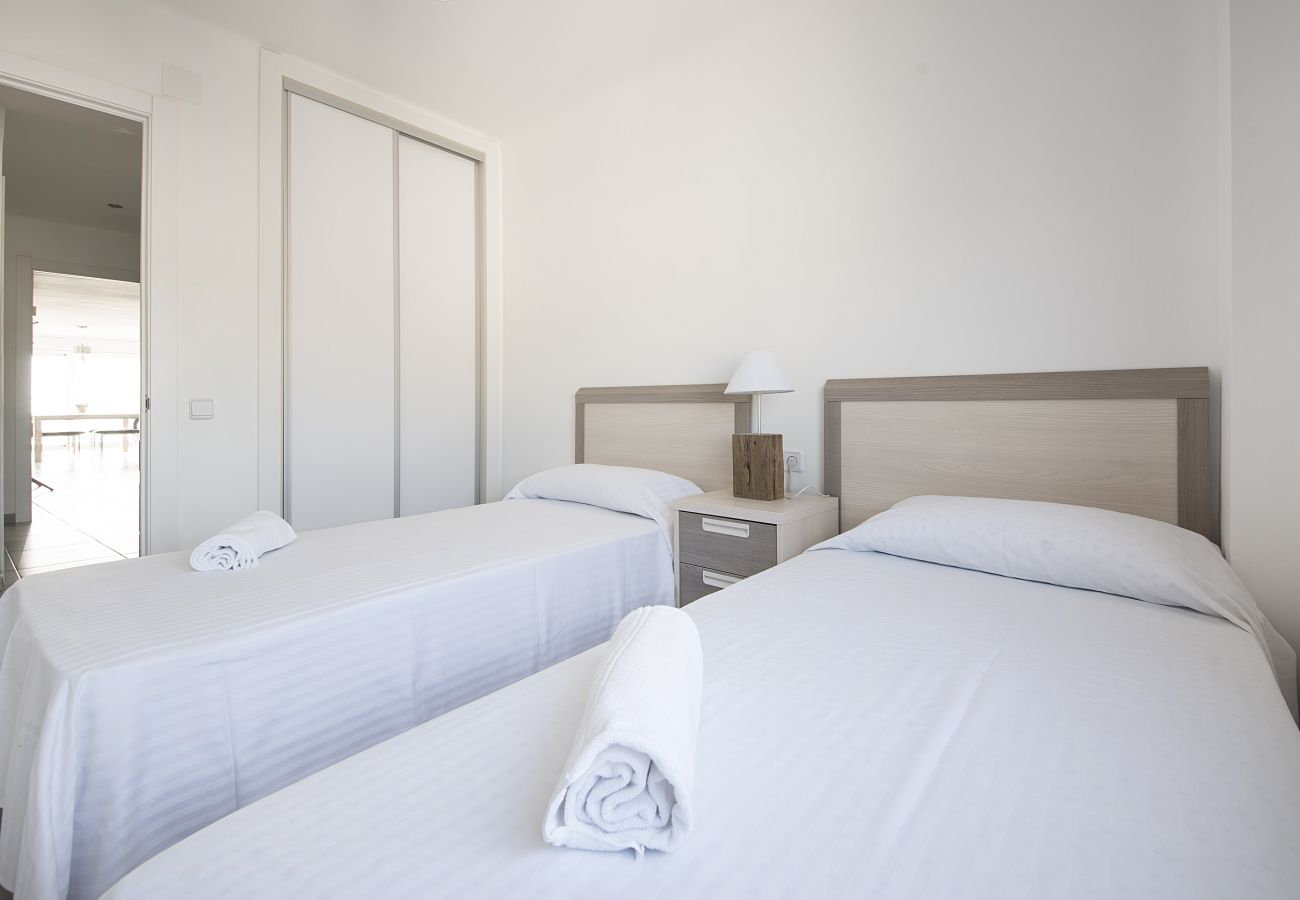 Apartment in Segur de Calafell - R13 Beachfront 3-bedroom apartment