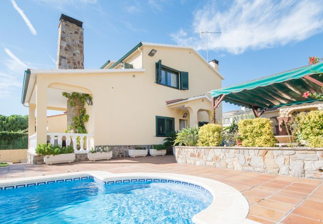 Villa/Dettached house in Calafell - R15 5 bedroom villa with pool 600m from the beach