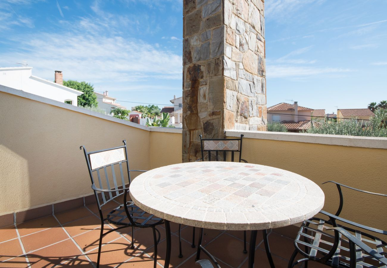 Villa in Calafell - R15 5 bedroom villa with pool 600m from the beach
