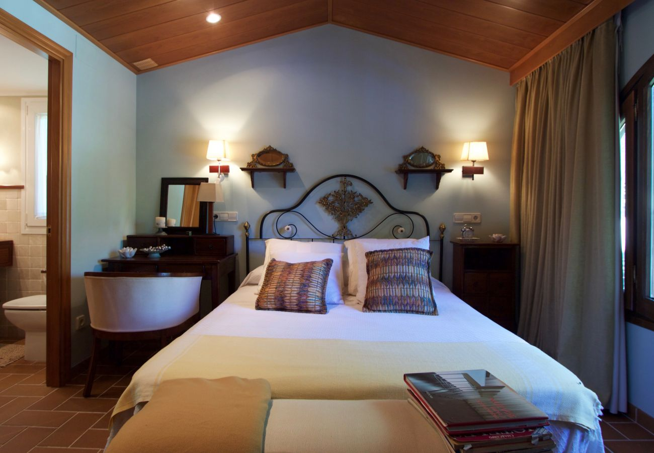 Villa in Roda de Barà - R44 Magnificent villa for 12 with large garden and pool 600 m from the beach