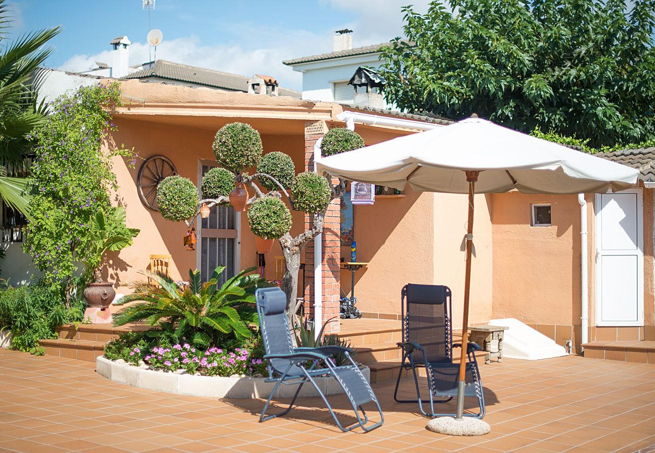 Villa in Calafell - R9 Four bedroom villa with pool near supermarkets