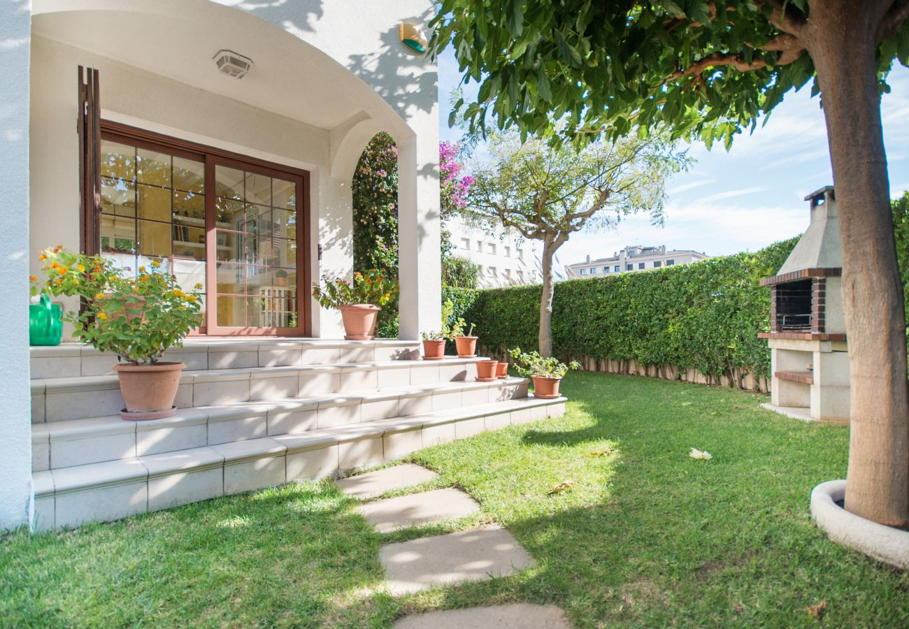 Townhouse in Calafell - R17 Semi-detached house with garden 50m from the beach Calafell
