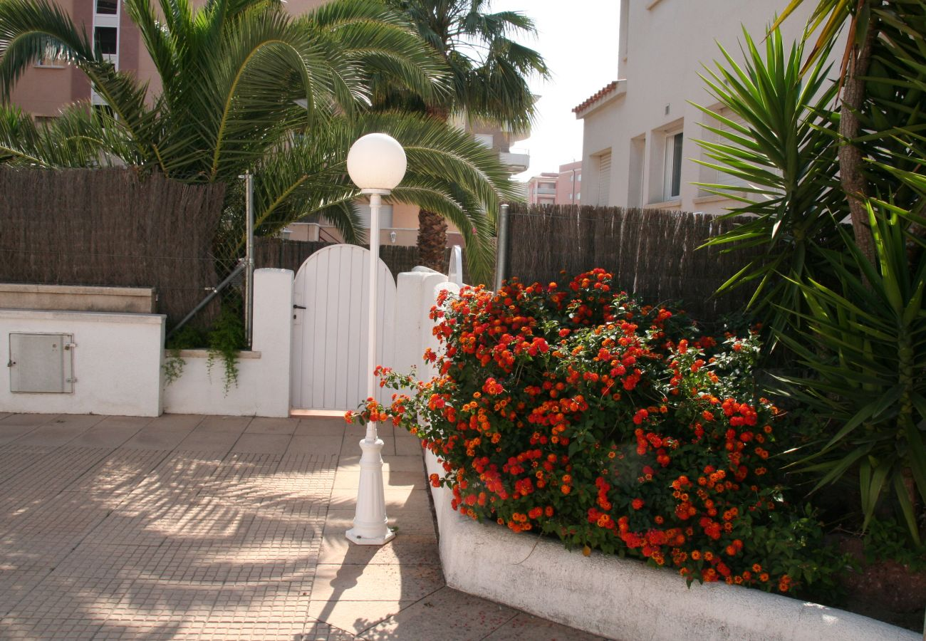 Townhouse in Calafell - R22 Townhouse for 8 100m from the beach