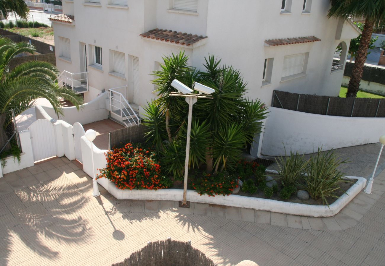 Townhouse in Calafell - R22-1 Terraced house with AC and garden 100m from the beach