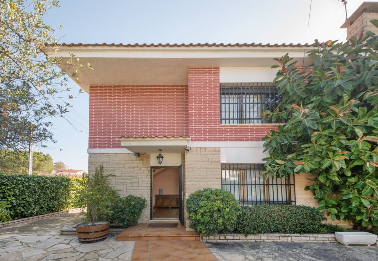 Villa in El Vendrell - R24 House with pool 200m from the beach