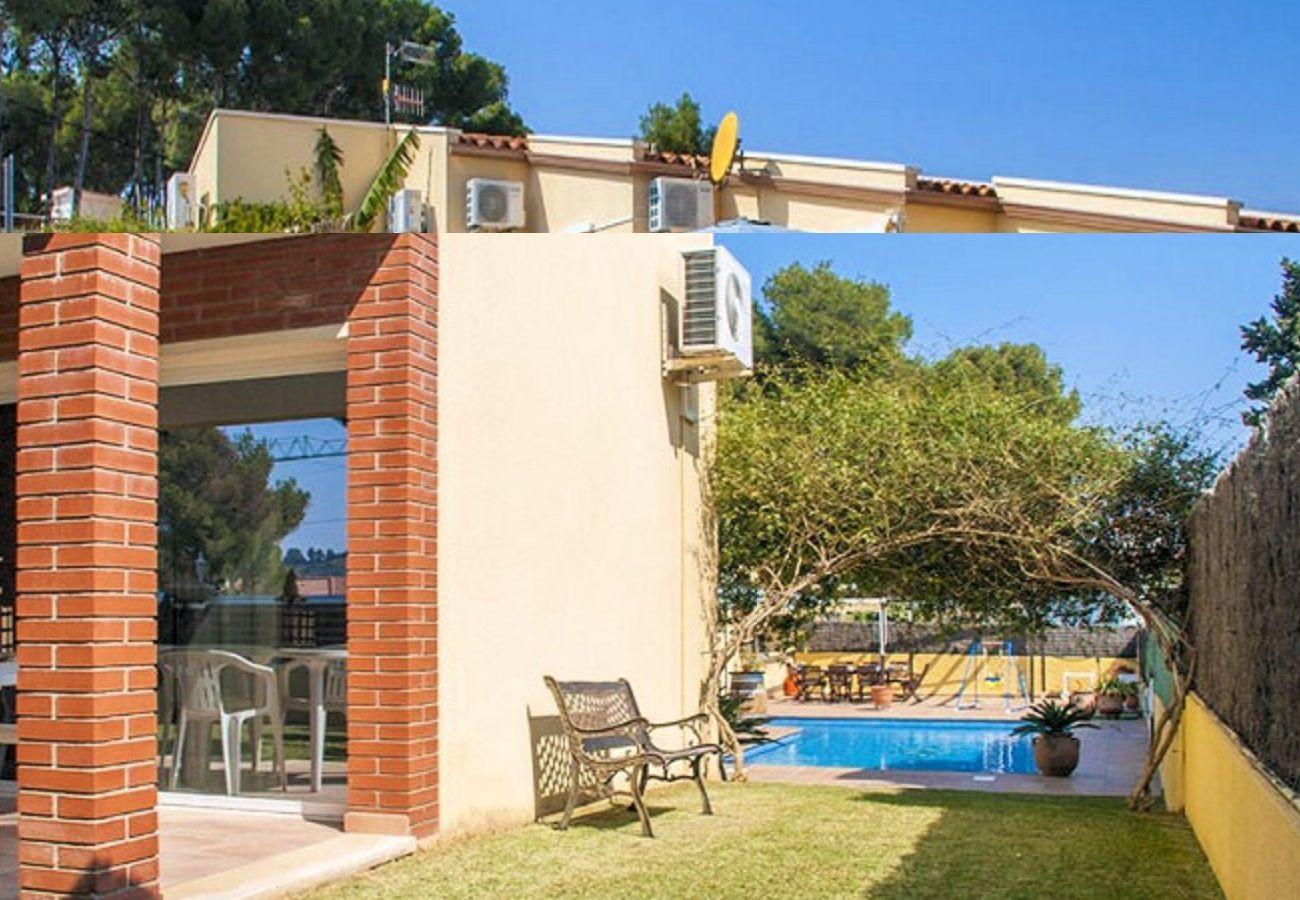 Villa in Segur de Calafell - R88 House with garden and private pool in Segur de Calafell