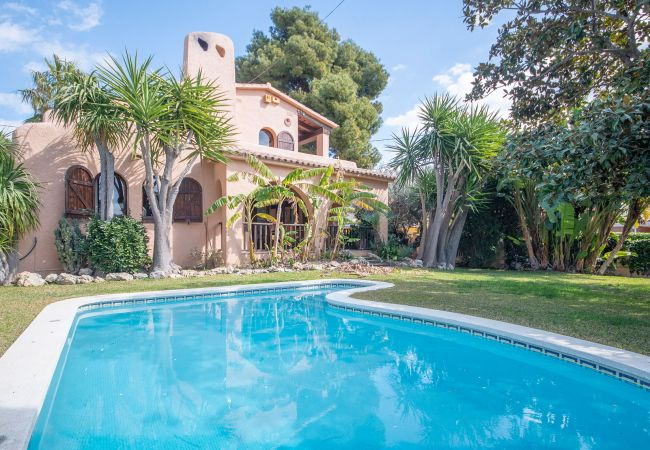 Villa/Dettached house in Segur de Calafell - R84 Villa with pool, tennis and garden 1km from the beach