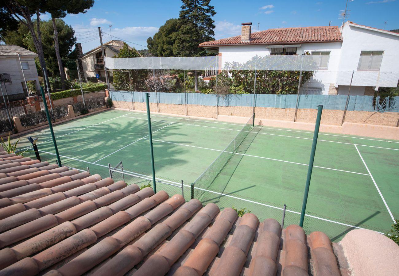 Villa in Segur de Calafell - R84 Villa with pool, tennis and garden 1km from the beach