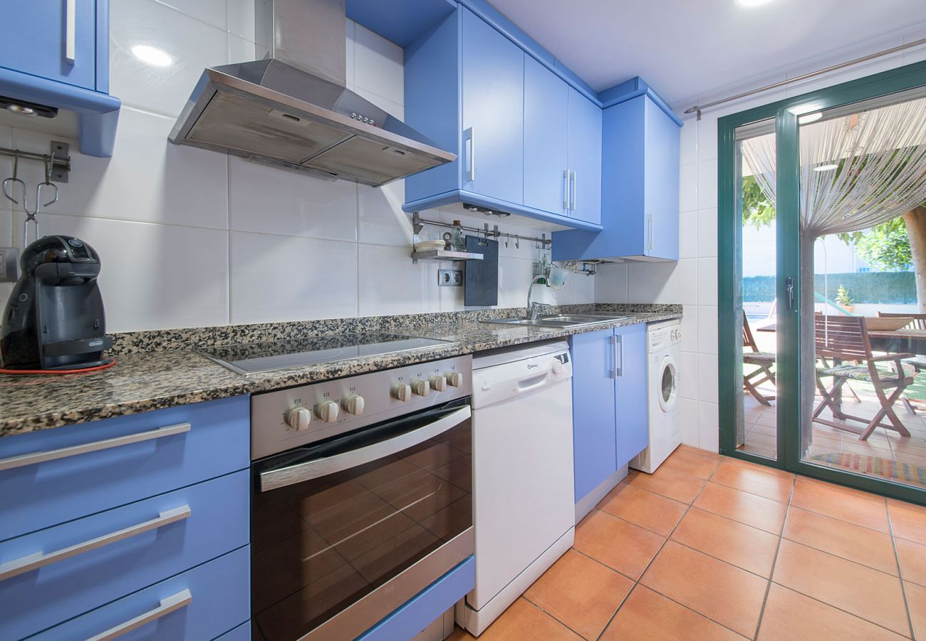 Villa in Roda de Barà - R77 Modern holiday home 1.4km from Roda de Bara beach