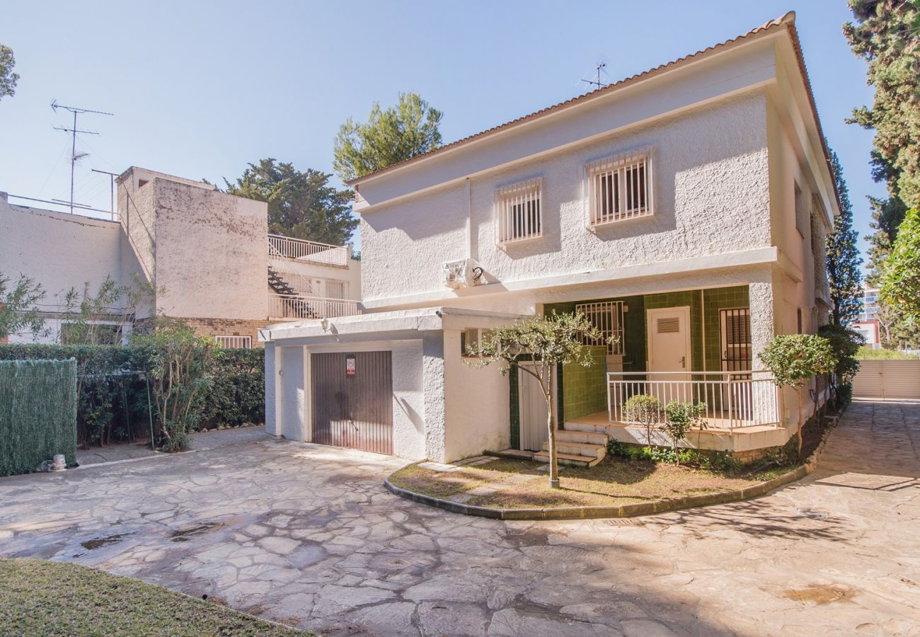 Villa in Coma-Ruga - R31 Big house 20m from the beach