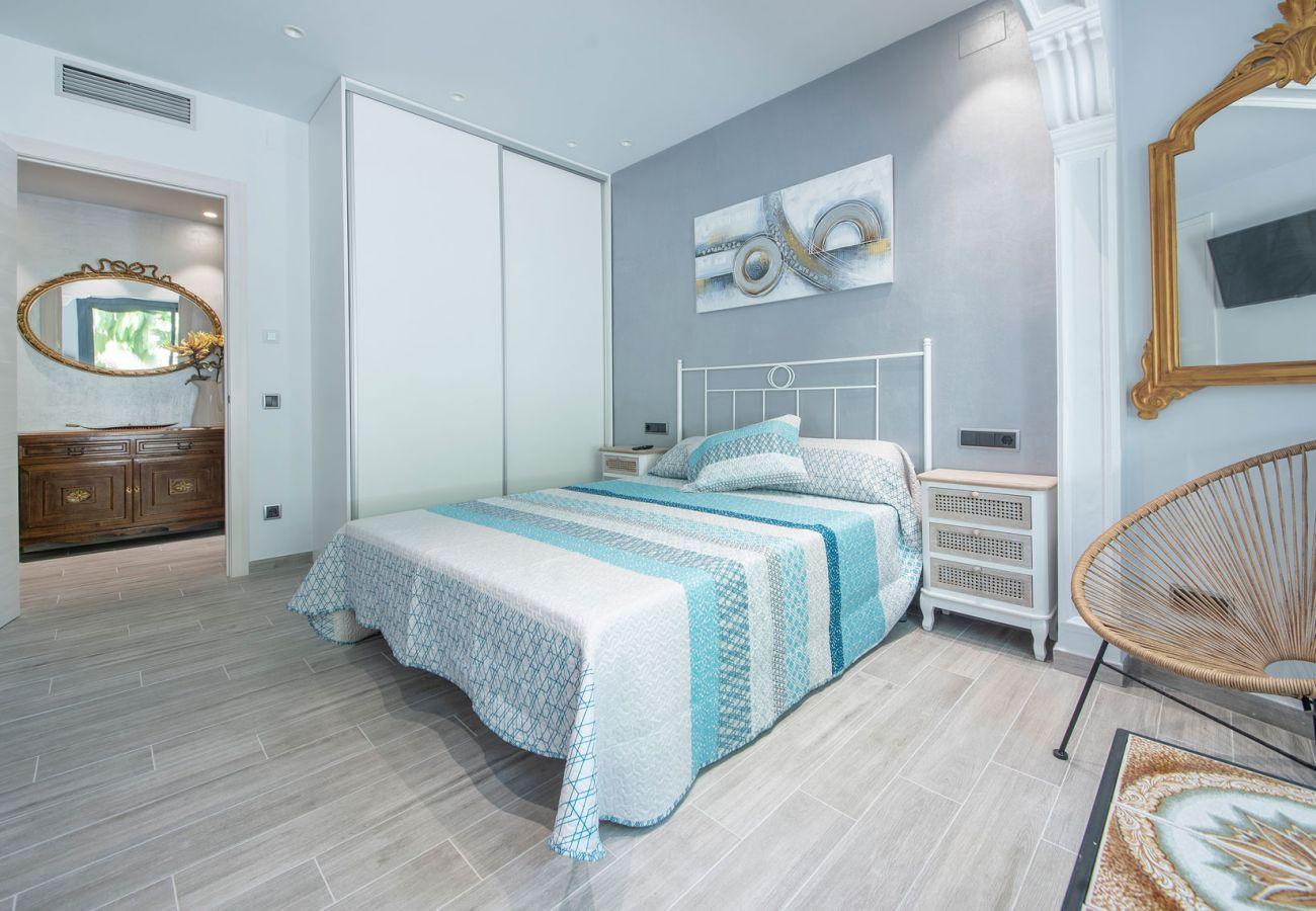 Villa à Calafell - R94 Maison spacieuse au rez-de-chaussée avec piscine à 50 m de la plage de Calafell