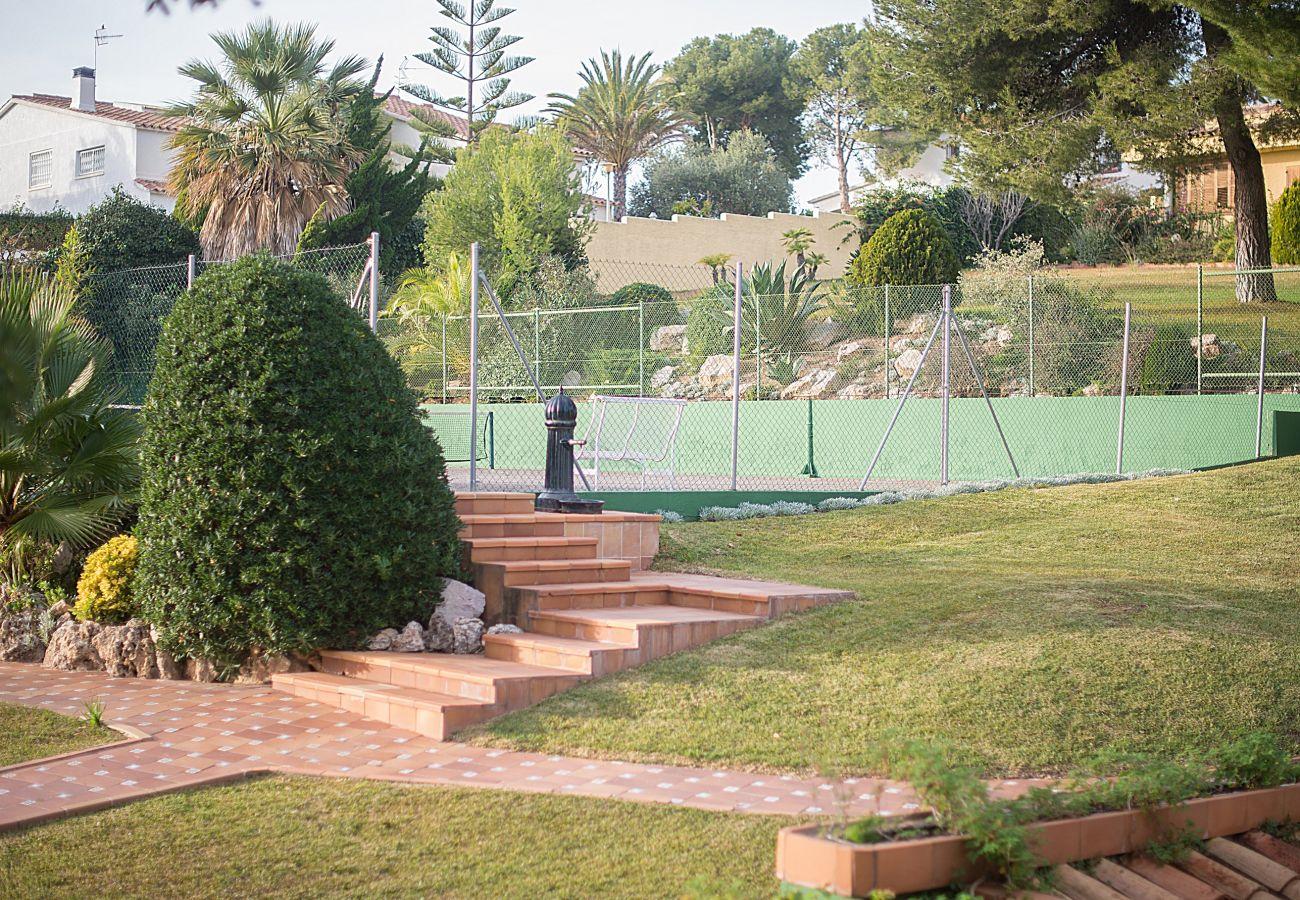 Вилла на Calafell - R1 Большой 7-спальный дом с бассейном, теннисом и садом
