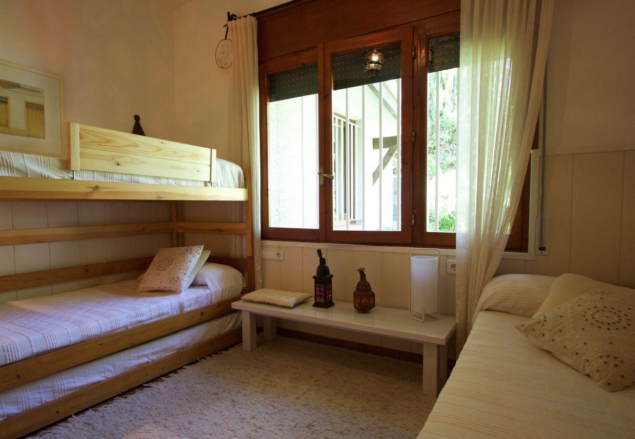 Вилла на Roda de Barà - R44 Великолепная вилла на 12 с большим садом и бассейном в 600 м от пляжа