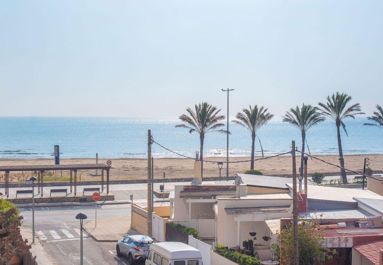 Апартаменты на Segur de Calafell - R98 Апартаменты на берегу моря с террасой в Калафеле