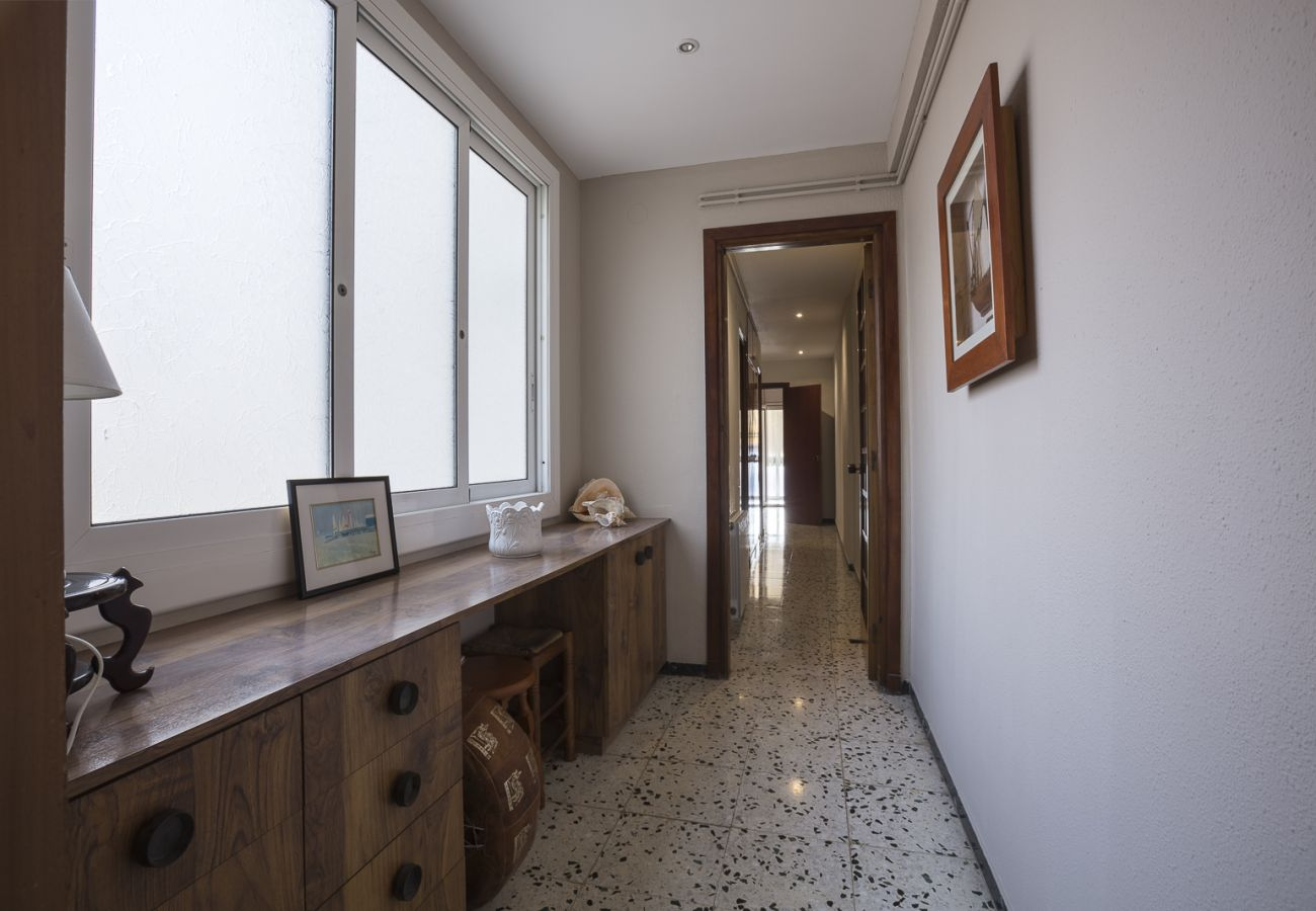 Апартаменты на Calafell - R54 Трехкомнатная квартира в 20 м от пляжа Калафель