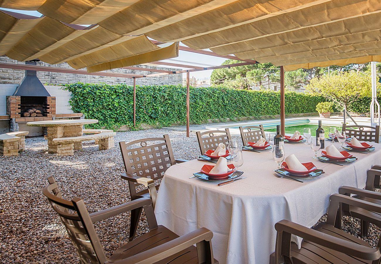 Вилла на El Vendrell - R24 Дом с бассейном в 200 м от пляжа
