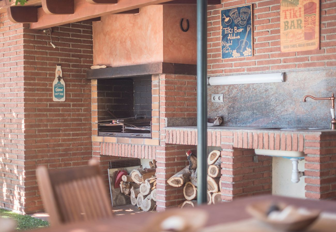 Вилла на Roda de Barà - R77 Современный дом для отдыха в 1,4 км от пляжа Рода-де-Бара