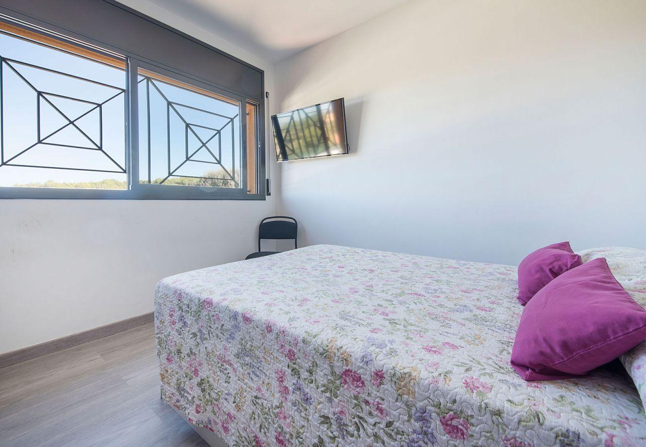 Вилла на Кастелет и ла Горналь - R75 Дом с бассейном в 7км от пляжа