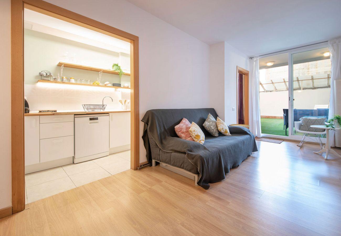 Апартаменты на Calafell - R99 Апартаменты с внутренним двориком 50 м от пляжа